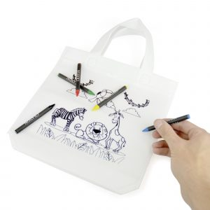80gsm non-woven PP small shopper style bag with short handles and 5 colouring crayons. Personalise the bag to be coloured in using the crayons provided. Available in white.