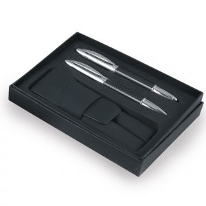 An ideal way to present your gift sets, a box and pouch in one set. Price is for unprinted