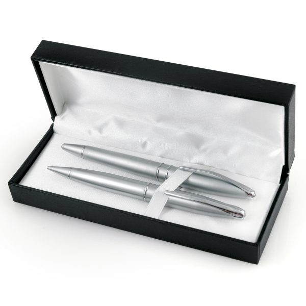 A traditionally styled prestigious gift box with hinged lid. Price is unprinted.